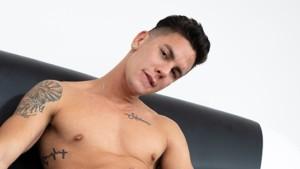 [Gay] The Fucking Email VirtualRealGay Angel Cruz vr porn video vrporn.com virtual reality
